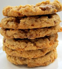 Butterfinger Cookies - peanut butter cookies packed with Butterfingers!