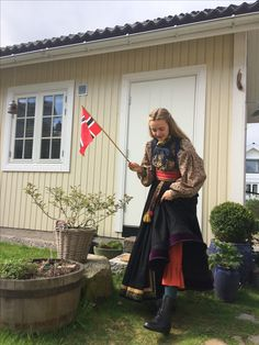 Beltestakk Telemark Bunad History Of Norway, Folk Costume, Costumes, Norwegian Clothing, Water Lilies, Folklore, Punk, Culture, Nye