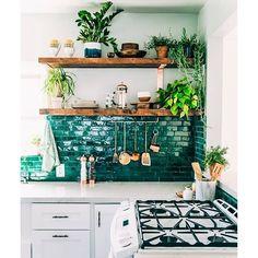 Just your average swoon-worthy kitchen with emerald backsplash. (Photo via @justinablakeney) #everydayIBT
