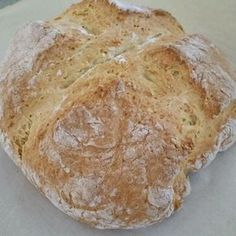 Real Irish soda bread was and is a simple loaf made with just a few ingredients, swiftly put together and baked. Here's an old family recipe for your St. Irish Bread, Irish Soda Bread Recipe, Bread Baking, Baking Soda, Bread Recipes, Cooking Recipes, Savoury Recipes, Traditional Irish Soda Bread, Irish Recipes