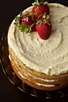 Poppy seed cake, mascarpone frosting, strawberries
