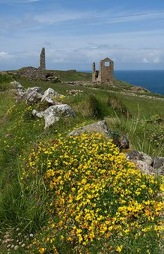 Cornwall - Mine remains of Wheal Edward on the coastal footpath near Botallack and St.Just