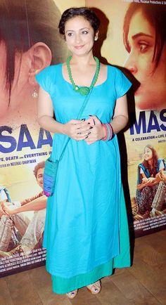 Richa Chadda-starrer Masaan was recently screened at a Mumbai multiplex yet again to a host of popular Bollywood stars. Sonam Kapoor, Parineeti Chopra and others were present Divya Dutta, Parineeti Chopra, Sonam Kapoor, Bollywood Stars, Indian Sarees, Kurtis, Alaska, Short Sleeve Dresses, Sari