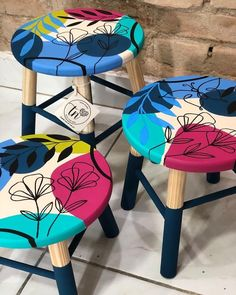 Chalk Paint Furniture, Hand Painted Furniture, Painted Wood Chairs, Funky Decor, Painted Plant Pots, Ethnic Home Decor, Boho Diy, Floral Illustrations, Box Art