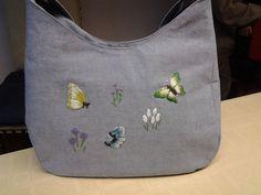 Handtas met geborduurde vlinders