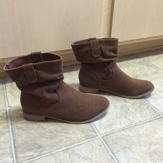 Short brown boots Really cute short brown boots! In like new condition! Shoes Ankle Boots & Booties