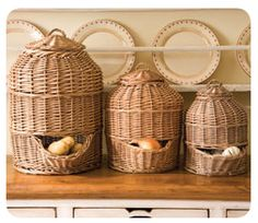 Potato, onion and shallot baskets--A Beautiful Display When Guests are Visiting---(but I suggest you keep these in a very dark area for long storage!) I keep my basket in a dark pantry and my potatoes keep great! Onion Storage, Potato Storage, Kitchen Redo, Kitchen Items, Kitchen Storage, Wooden Kitchen, Storing Onions And Potatoes, Rattan, Wicker