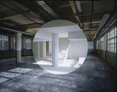 George Rousse est un artiste français né en 1947. Il établit depuis son plus jeune age, une relation inédite entre la peinture et l'espace. Il investit des lieux pour les transformer en espac…