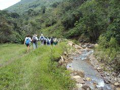 Caminata por la orilla del río hacia el municipio de Charta #trekking #senderismo #caminatas2010