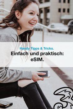 """Mit der eSIM wird das bekannte Konzept der SIM-Karten deutlich vereinfacht: Anstatt einer herkömmlichen SIM-Karte wird bei der eSIM ein Chip verwendet. Wofür steht """"eSIM""""? Wie kommst du zu deiner eSIM? Welche Handys unterstützen die neue SIM? Hier erfährst du alles, was du zum Thema wissen musst."""