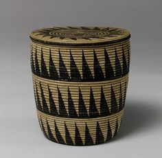 Africa | Lidded basket (Igiseke) from the Tutsi people of Rwanda | 20th century | Dryed dyed grass.