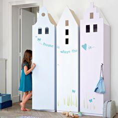 Des armoires pour enfant en forme de maison