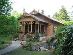 File:Podkowa Lesna house-traditional.JPG