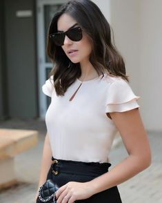 448 likes 10 Warm Weather Street Style Outfits You Should Own - Global Outfit ExpertsFashion About Us Blouse Styles, Blouse Designs, Work Fashion, Fashion Looks, Look Chic, Work Attire, Mode Inspiration, Casual Looks, Blouses For Women