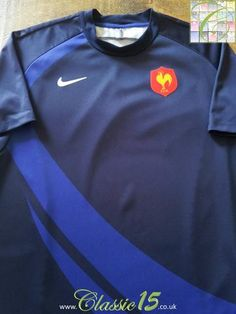 Relive France's international season with this original Nike home pro-fit rugby shirt. Rugby Kit, France Rugby, All Blacks, Sport T Shirt, Vintage Nike, Colorful Shirts, How To Memorize Things, Polo Ralph Lauren, Rugby Shirts