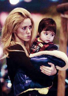 Shakira & Milan Pique Milan Pique, Shakira And Gerard Pique, Football Is Life, Famous Singers, Cute Couples, Baby Kids, Celebs, Goals, Couple Photos