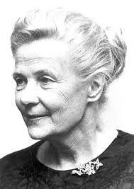 Alva Myrdal Relmer fue una diplomática sueca galardonada con el Premio Nobel de la Paz en 1982 junto con el mexicano Alfonso García Robles. Se casó en 1924 con Gunnar Myrdal. Realizó un magnífico trabajo en las negociaciones de desarme de las Naciones Unidas.