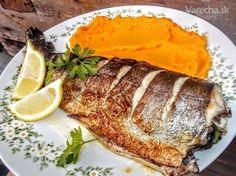 Pečený pstruh v maslovo-citrónovom kúpeli (fotorecept) - Recept Trout, Sushi, Pork, Food And Drink, Cooking Recipes, Sweets, Meat, Baking, Ethnic Recipes