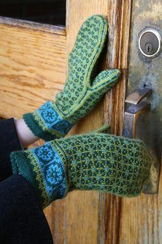 Ravelry: Postwar Mittens pattern by Mary Ann Stephens Knitted Mittens Pattern, Knit Headband Pattern, Fair Isle Knitting Patterns, Knit Mittens, Knitted Gloves, Knitting Socks, Hand Knitting, Knitting Machine, Mittens