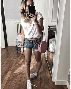 "6,520 To se mi líbí, 68 komentářů – Audrey Lombard (@audreylombard) na Instagramu: ""Tenue d'hier en entier 🐷 • Boucles d'oreilles #lauralombardi (on @lauralombardi) • T-shirt…"""