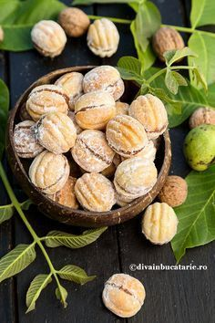 Just another Recipes site Romanian Desserts, Romanian Food, Cookie Recipes, Snack Recipes, Dessert Recipes, Jam Cookies, Food Cakes, Food Humor, Cheesecakes