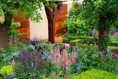 RHS Chelsea Flower Show 2015 - Some of my favourite show gardens Sun Plants, Garden Plants, Morgan Stanley, Chelsea Flower Show, Cold Day, Water Features, Container Gardening, Natural Stones, Magnolia