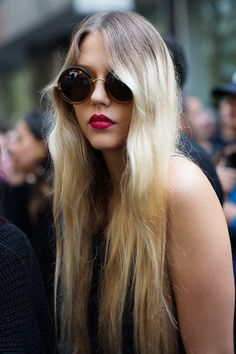 Long hair and berry lips and round sunnies // Hair Inspo, Hair Inspiration, Long Hair Cuts, Long Hair Styles, Look Boho Chic, Beauté Blonde, Berry Lips, Hair Day, Hair Goals