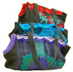 Bolso transportador artesanal para perros / hand-crafted dogs carry bag, via Etsy.