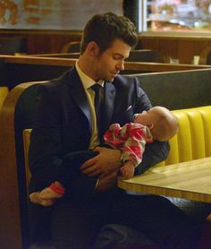 The Originals – TV Série - Elijah Mikaelson - Daniel Gillies - baby Hope Mikaelson - bebê - amor - love - sobrinha - niece - uncle - tio - 2x08 - The Brothers That Care Forgot - Os Irmãos Esquecidos