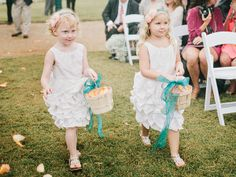 flower girls with baskets | Amy Arrington #wedding