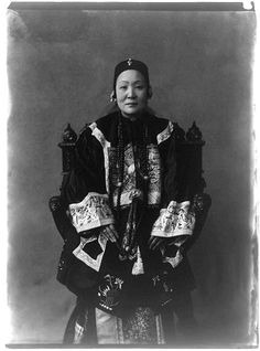 Ho Miu Ling (Madame Wu Ting Fang) photographed by Frances Benjamin Johnson    Ho Miu Ling (1847-1937) was the daughter of a prominent Hong Kong minister.  At the age of 17 she married Chinese diplomat Wu Tingfang, this photo was taken during their time in Washington.  After her husband's death in 1922 Miu Ling returned to Hong Kong and became a philanthropist.  In 1906 a Hong Kong hospital was chartered in