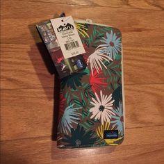 KAVU clutch wallet Island Bloom NWT KAVU clutch wallet in Island Bloom pattern. NWT accepting offers Eddie Bauer Bags Wallets