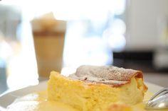 Ein Traum - unser Millirahmstrudel mit Vanillesauce Cornbread, Vegetarian Recipes, Cheesecake, Pie, Ethnic Recipes, Desserts, Vienna, Austria, Muffins