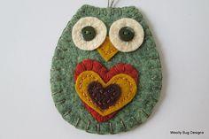 Ornamento del búho de fieltro de lana Heather Calabaza Verde Por WoollyBugDesigns