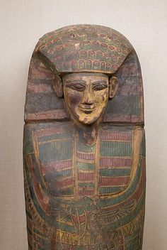 New York NY, Metropolitan Museum of Art. A close view of the face of a Rishi coffin in the collection of the Met. Late Dynasty 17- early Dynasty 18, wood, stucco and paint, Thebes. Public Domain.