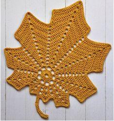 Haakpatroon Herfstblad Free Crochet Doily Patterns, Crochet Motifs, Freeform Crochet, Irish Crochet, Crochet Christmas Decorations, Crochet Decoration, Crochet Leaves, Crochet Flowers, Crochet Hook Sizes