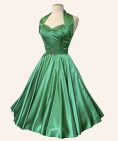 Super flattering and retro! Love this idea for a green wedding dress