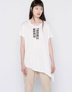 Pull&Bear - mulher - t-shirts - t-shirt estampada parte inferior assimétrica - branco - 05244351-V2016