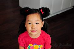 Step by step tutorial for making Minnie Mouse ears - the perfect addition to a Minnie Halloween costume! Minnie Mouse Costume Kids, Mickey Minnie Mouse, Types Of Bows, Disney Diy, Diy Halloween Costumes, Mouse Ears, Crafty Craft, Fabric Crafts, Activities For Kids