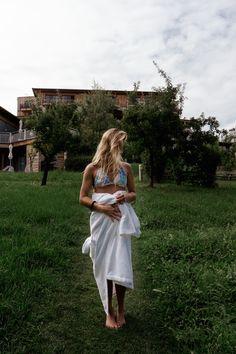 Das Bio Hotel Retter - eine nachhaltige Wohlfühloase in der #Oststeiermark #yogaweekend #visitsteiermark Ayurveda, Bio Restaurant, Wanderlust, Barefoot, White Dress, Hiking, Beauty, Travel, Fashion