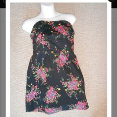 FREE PEOPLE BLACK FLORAL  Strapless Mini FREE PEOPLE BLACK FLORAL Anthropologie Strapless Mini! Casual dress. Gently used. Free People Dresses