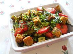 Auch bei Petra gab es Salat - mit Ofenspargel, Erdbeeren und Tofuwürfeln!