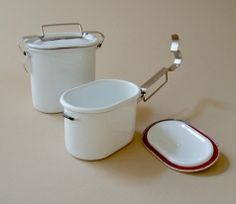 Great retro lunch boxes! Oval lunch pail