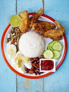 Nasi Lemak with fried chicken wings Best Chicken Recipes, Asian Recipes, Healthy Recipes, Nasi Lemak, Nasi Goreng, Fried Chicken Wings, Asian Kitchen, Malaysian Food, Indonesian Food