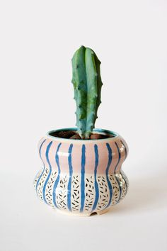 Flower pot // Earthenware // Karin Hagen