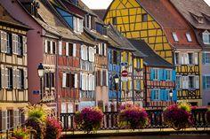 Après un séjour très riche sur le plan visuel dans les rues de Strasbourg, je décide de partir à l'aventure sur la Route des Vins d'Alsace. Mon premier arrêt sera Obernai, situé au pied du mont Ste-Odile. Une brève balade dans les rues