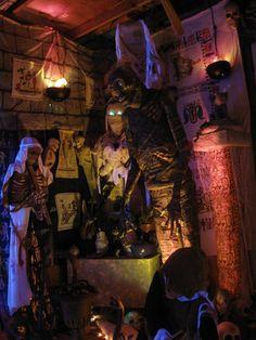 mummy area Egyptian theme~HF member. Beautiful lighting! Halloween Scene, Halloween Inspo, Halloween 2013, Halloween Projects, Halloween House, Scary Halloween, Halloween Decorations, Halloween Party, Cleopatra Halloween