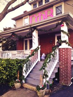 Eta Gamma Chapter's (Delaware) house is ready for the holidays! Love it, sisters! #GammaPhiBeta @UD Gamma Phi Beta