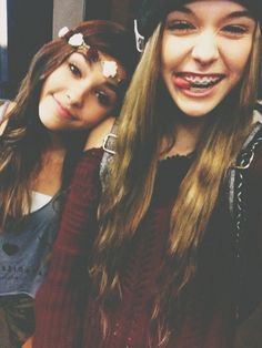 OMG MADISON BEER AND ACACI BRINLEY IN ONE PICTURE STOP I JUST CAN'T