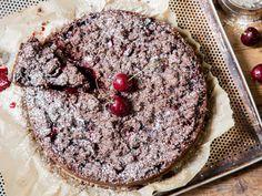 Knuspriger Schokoladen-Kirsch-Streuselkuchen